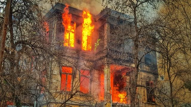 Smart Home Steckdosen können vor fahrlässigen Hausbränden schützen